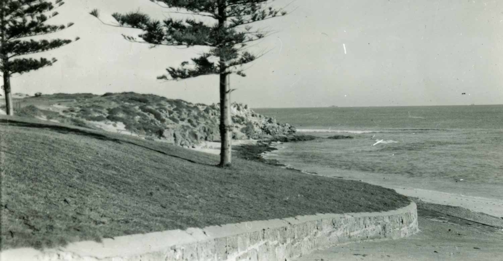 Late 1950s. The beach at Cottesloe before the groyne was built in 1960