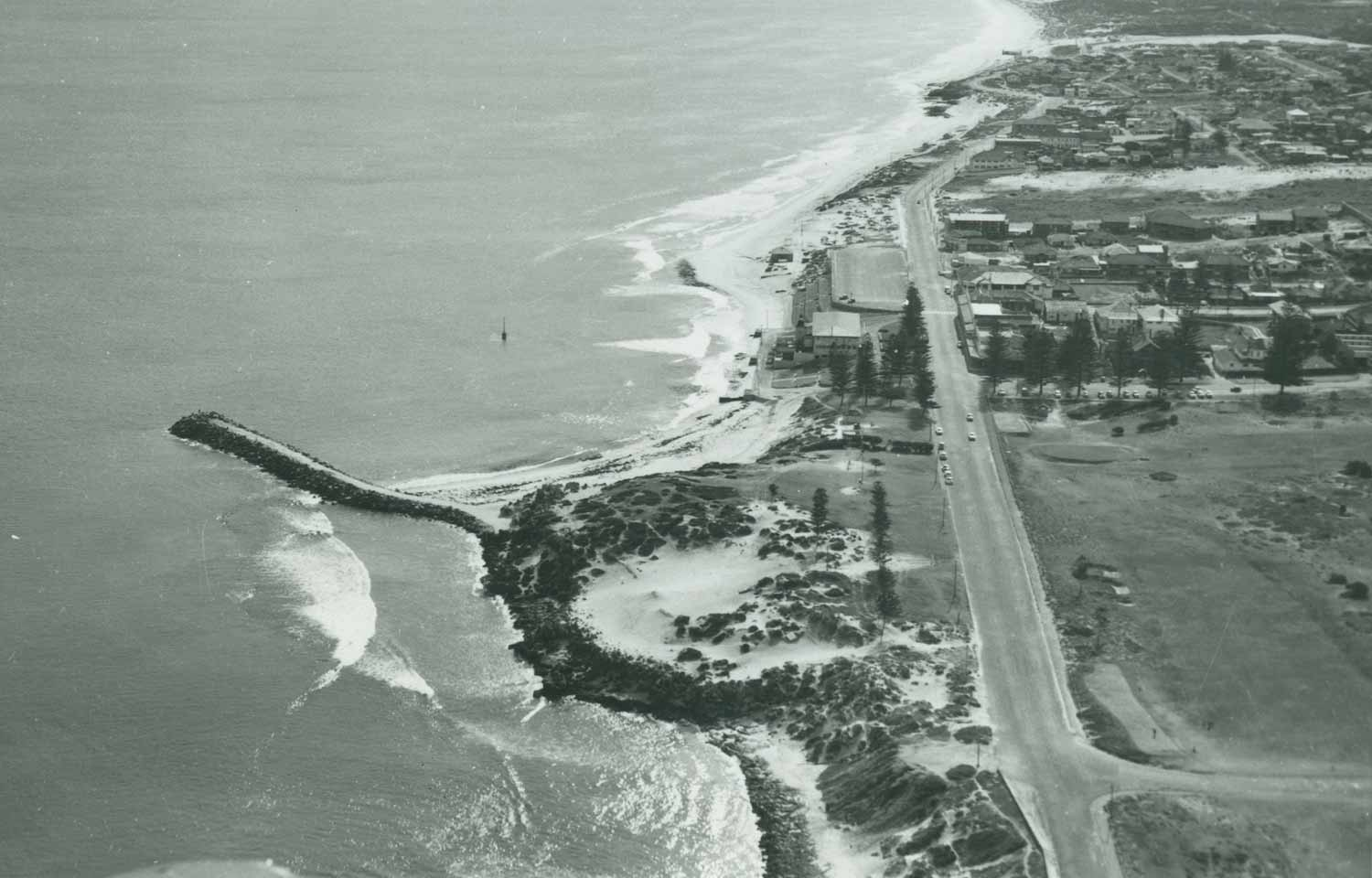 1960 Aerial view of Cottesloe Beach