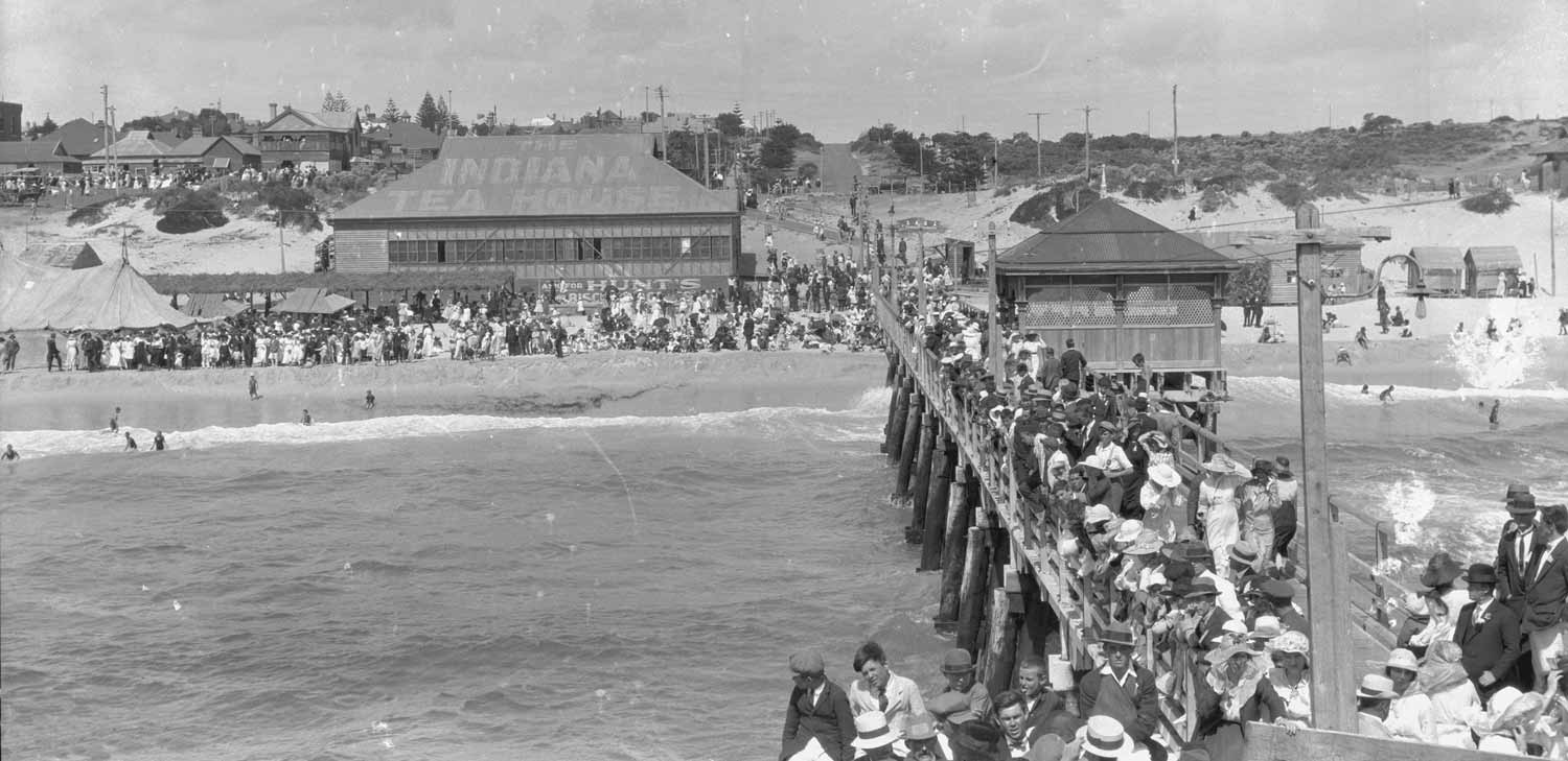 About 1915. A view down the jetty showing the Indiana Tea House and the bandstand in the middle of the jetty